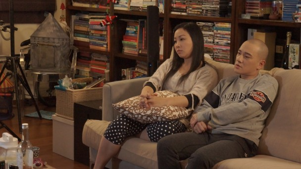 MV中講述情侶經常因金錢而吵架。